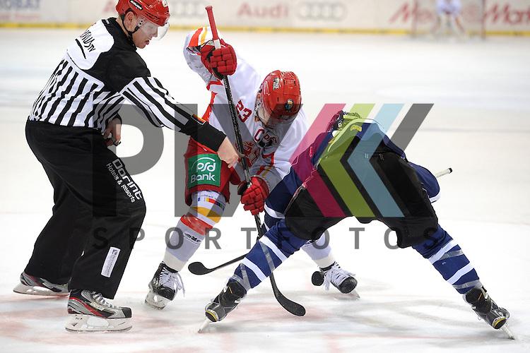 ERC Ingolstadt - Duesseldorfer DEG<br /> Duesseldorfs Daniel Kreutzer (Nr.23) und Ingolstadts Brandon Buck (Nr.9) beim Bully im Spiel der DEL, ERC Ingolstadt - Duesseldorfer EG.<br /> <br /> Foto &copy; P-I-X.org *** Foto ist honorarpflichtig! *** Auf Anfrage in hoeherer Qualitaet/Aufloesung. Belegexemplar erbeten. Veroeffentlichung ausschliesslich fuer journalistisch-publizistische Zwecke. For editorial use only.