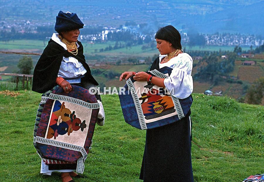Venda de artesanato em Otavalo, Equador. 1997. Foto de Juca Martins.
