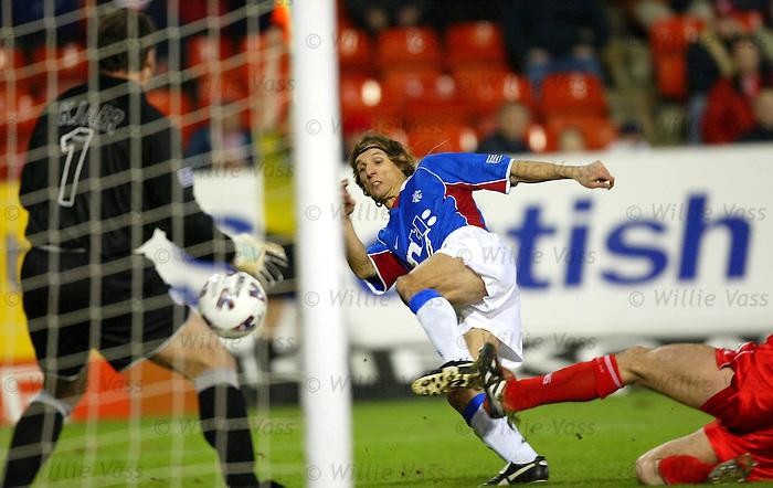 Claudio Caniggia fires home against Aberdeen