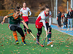 TILBURG  - hockey- Colette de Beaumont (MOP) met Britt van Beek (WereDi)  tijdens de wedstrijd Were Di-MOP (1-1) in de promotieklasse hockey dames.   COPYRIGHT KOEN SUYK