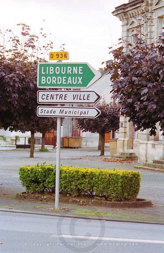 Road sign in Sainte Ste Foy la Grande in Bergerac. Indicating the D Departmental 936 towards Libourne, Bordeaux the town centre (centre ville) Bordeaux Gironde Aquitaine France Europe