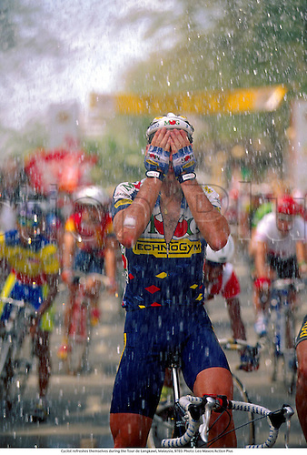 Cyclists refresh themselves during the Tour de Langkawi, Malaysia, 9703. Photo: Leo Mason/Action Plus...1997.bicycle.bike.cycling cycle.road racing.cooling off....
