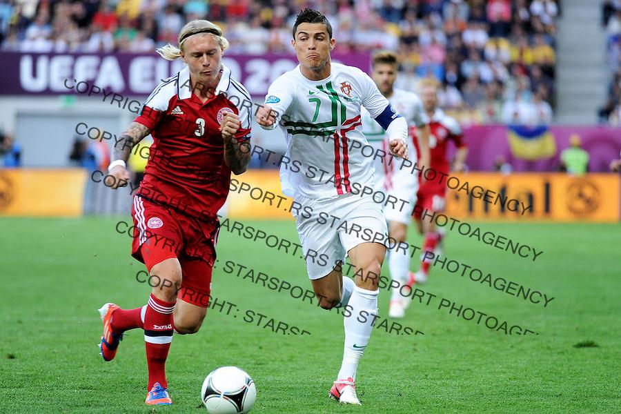 13.06.2012 LWOW - STADION ARENA LWOW ( LVIV UKRAINE STADIUM ARENA LVIV ) PILKA NOZNA ( FOOTBALL ) MISTRZOSTWA EUROPY W PILCE NOZNEJ UEFA EURO 2012 ( EUROPEAN CHAMPIONSHIPS UEFA EURO 2012 ) GRUPA B ( POOL B ) MECZ DANIA - PORTUGALIA ( GAME DENMARK - PORTUGAL ).NZ SIMON KJAER (L), CRISTIANO RONALDO (P).FOTO MICHAL STANCZYK / CYFRASPORT/NEWSPIX.PL.---.Newspix.pl