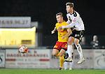 2015-10-24 / voetbal / seizoen 2015-2016 / Oosterzonen - Bocholt / Een duel om de bal tussen Joren Dehand (l) (Oosterzonen) en Devon Maes (r) (Bocholt)