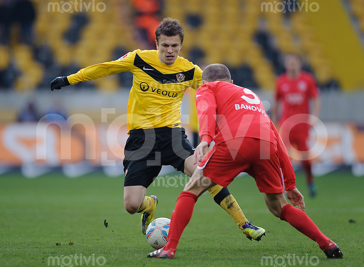 Fussball 2. Bundesliga Saison 2011/2012 18. Spieltag Dynamo Dresden - FC Energie Cottbus V.l.: Zlatko DEDIC (Dynamo Dresden), Ivica BANOVIC (Cottbus).