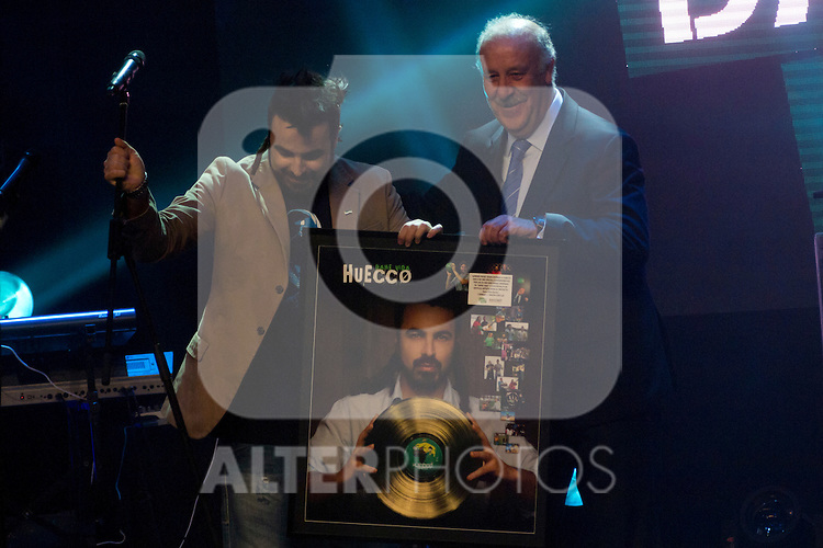 "09.04.2012. Teatro Arteria Coliseum. Madrid. Spain.  Concert singer Huecco  in the ""Gala Dame Vida 500"" in which he also delivered the gold disc from the hands of Vicente del Bosque. In the presence of Anne Igartiburu as host, and Emilio Butragueno cone representative of its foundation. In the image Concert Huecco (Alterphotos/Marta Gonzalez)"