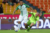 MEDELLIN -COLOMBIA, 9-AGOSTO-2017.Andrés Rentería (Izq) jugador de Atlético Nacional  disputa el balón con  La Equidad durante partido por la fecha 6 de la Liga Aguila II 2017 jugado en el estadio Atanasio Girardot de la ciudad de  Medellín. / Andres Renteria (L) player of Atlético Nacional vies for the ball with La Equidad  during match for the date 6 of the Aguila League II 2017 played at Atanasio Girardot stadium in Medellin city . Photo:VizzoImage /León Monsalve  / Stringer