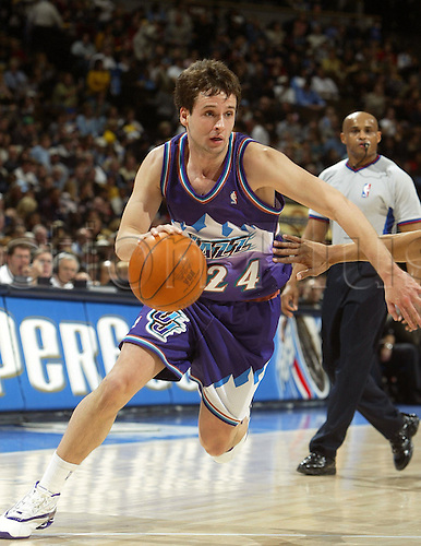 January 9 2004: RAUL LOPEZ of the Utah Jazz runs with the ball during 106-96 the loss to the Denver Nuggets at the Pepsi Center in Denver, Colorado. Photo:Icon/Action Plus...040109 basketball nba player