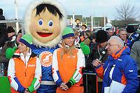 SCHAATSEN: EMMEN: Grote Rietplas, KPN NK Marathon Natuurijs, 08-02-2012, KPN Junior Schaatsclub, speaker Andries Nieuwenhuis, ©foto: Martin de Jong