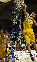 Damon Thornton and Warwick Siddall compete for the ball during the NBL Round 9 match between the Wellington Saints and Nelson Giants at TSB Bank Arena, Wellington, New Zealand on Thursday 7 May 2009. Photo: Dave Lintott / lintottphoto.co.nz