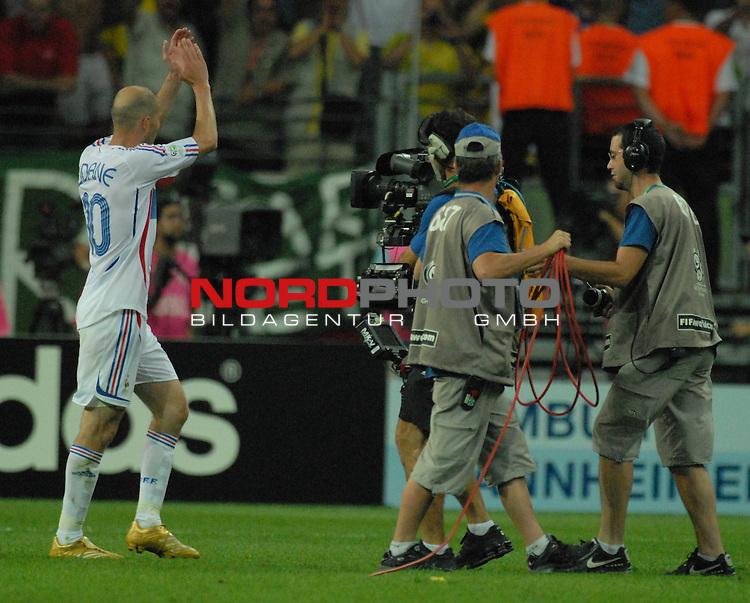 FIFA WM 2006 -  Round of Sixteen - / Viertelfinale <br /> Play    #60 ( 01. Juli) -  Brasilien - Frankreich<br /> <br /> Seine Fussballshow geht weiter Zinedine Zidane (FRA)<br /> <br /> Foto &copy; nordphoto