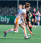 AMSTELVEEN - Donja Zwinkels (OR)   tijdens de hoofdklasse competitiewedstrijd hockey dames,  Amsterdam-Oranje Rood (5-2). COPYRIGHT KOEN SUYK