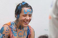 SAO PAULO, SP, 12.02.2014 - TROTE / USP - Calouros e veteranos realizam trote próximo ao prédio da Escola de Comunicações e Artes da Universidade de São Paulo (ECA), na Universidade de São Paulo , na zona oeste de São Paulo, SP, nesta quarta-feira (12). O trote comemora o início das aulas. (Foto: Vanessa Carvalho / Brazil Photo Press).
