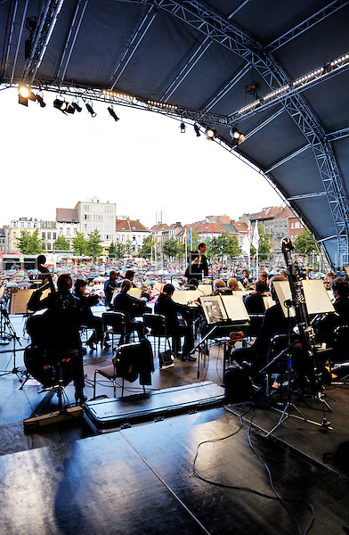 "The Royal Flemish Philharmonic orchestra DeFilharmonie playing an open air concert on the St-Jansplein in Antwerp for the ""Klassiek in de Stad"" festival (Belgium, 07/09/2008)"