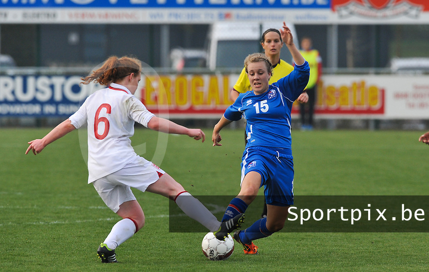 UEFA Women's Under 17 Championship - Second Qualifying round - group 1 : England - Iceland : .Hanna Hannesdottir aan de bal voor Aoife Mannion.foto DAVID CATRY / Vrouwenteam.be