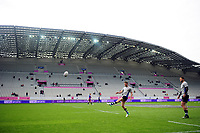 Rhys Priestland of Bath Rugby practises his kicking during the pre-match warm-up. European Rugby Challenge Cup Semi Final, between Stade Francais and Bath Rugby on April 23, 2017 at the Stade Jean-Bouin in Paris, France. Photo by: Patrick Khachfe / Onside Images