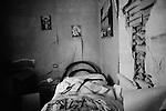 EARTHQUAKE IN ABRUZZO: THE FIRST 72 HOURS..L'AQUILA, PAGANICA, ONNA..L'interno di una stanza.