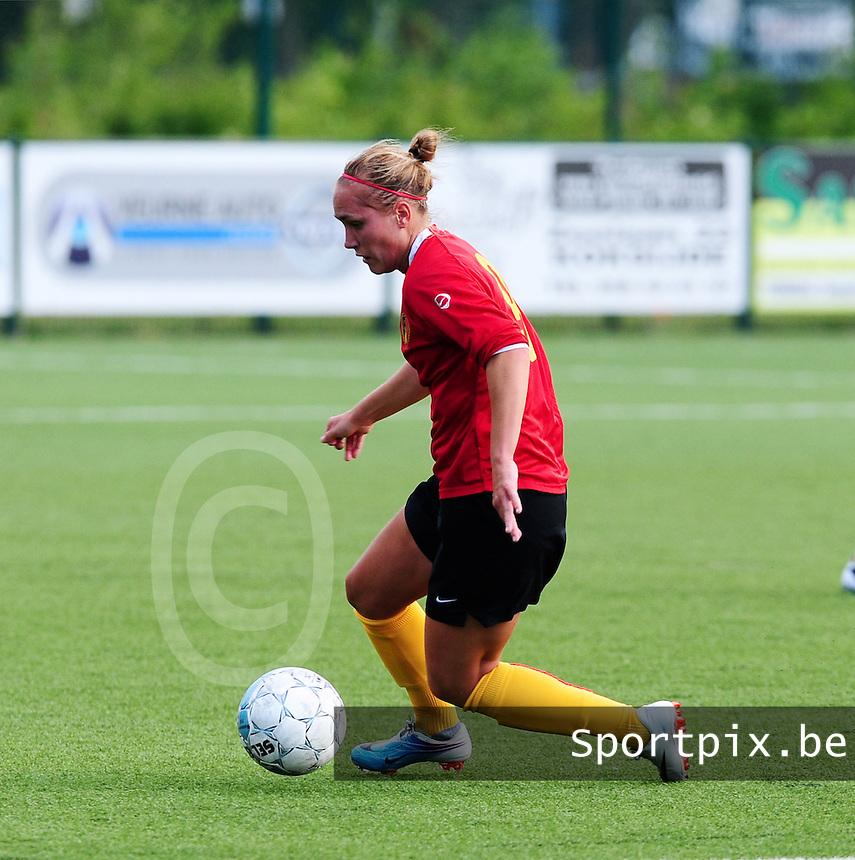 Vriendschappelijke interland vrouwenvoetbal : Belgium A - France A te Nieuwpoort ;..Janice Cayman..foto DAVID CATRY / Vrouwenteam.be