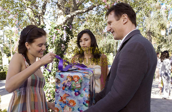 MAGGIE GRACE, FAMKE JANSSEN & LIAM NEESON.in Taken.*Filmstill - Editorial Use Only*.CAP/FB.Supplied by Capital Pictures.
