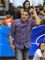 MEDELLIN -COLOMBIA-27-05-2014. Hernan Giraldo  director tecnico de Academia de La Monta–a. Accion de juego entre los equipos  de la  Academia de La Monta–a y Cimarrones del Choco.Partido por la semifinal de La Liga Directv  1 de balomcesto disputado en el coliseo de Universidad de Medellin. / Hernan Giraldo  Coach  of  Academia of Montana  in the  firts match over the Liga Direct Tv 1 of basketball . Action game between teams from the Academia  of The Monta–a and the Cimarrones  of Choco. Match of League semifinal Directv baloncesto 1 match at the Coliseum University of Medellin  Photo: VizzorImage / Luis Rios / Stringer
