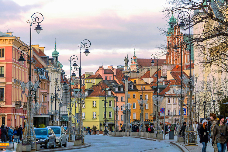 Krakowskie Przedmieście i kamieniczki na placu Zamkowym w Warszawie, Polska<br /> Krakowskie Przedmieście and tenement houses on the Castle Square in Warsaw, Poland