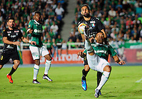 PALMIRA -COLOMBIA-06-03-2016. Cesar Amaya del Cali disputa el balon con Hernan Menosse durante el encuentro entre Deportivo Cali y Once Caldas por la fecha 8 de la Liga Aguila I 2016 jugado en el estadio Pascual Guerrero stadium de la ciudad de Palmira./  Cesar Amaya of Cali vies for the ball with Hernan Menosse of Once during match between Deportivo Cali and Once Caldas for the date 8 of the Aguila League I 2016 played at Pascual Guerrero stadium in Cali city.  Photo: VizzorImage/ NR /Cont