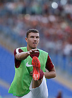 Calcio, Serie A: Roma vs Sassuolo. Roma, stadio Olimpico, 20 settembre 2015.<br /> Roma&rsquo;s Edin Dzeko warms up during the Italian Serie A football match between Roma and Sassuolo at Rome's Olympic stadium, 20 September 2015.<br /> UPDATE IMAGES PRESS/Isabella Bonotto