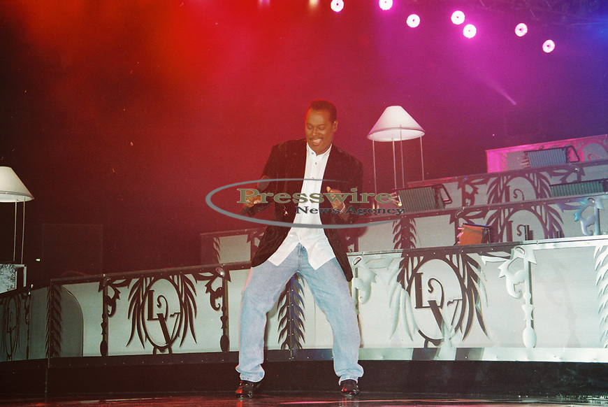 Luther Ronzoni Vandross Jr. performing at the Starplex Pavilion on July 3, 1994 in Dallas, Texas.  Photo credit: Elgin Edmonds/ Presswire News