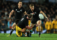 Kieran Read pops to Jack Goodhue during the Bledisloe Cup and Rugby Championship rugby match between the New Zealand All Blacks and Australia Wallabies at Eden Park in Auckland, New Zealand on Saturday, 25 August 2018. Photo: Simon Watts / lintottphoto.co.nz