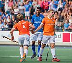 UTRECHT - Jasper Brinkman (Bldaal) met Sander 't Hart (Bldaal) en midden Terrance Pieters (Kampong)   tijdens de hoofdklasse competitiewedstrijd mannen, Kampong-Bloemendaal (2-2) .   COPYRIGHT KOEN SUYK