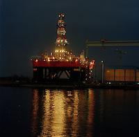 December 1988.  Boorplatform YATZY gebouwd door de Boelwerf.