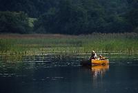 Europe/France/Limousin/23/Creuse/Plateau de Gentioux: Pêcheur dans sa barque pêchant sur l'étang - [AUTO N°30]