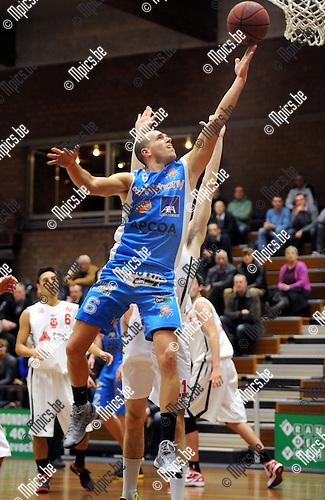 2012-12-08 / Basketbal / seizoen 2012-2013 / Kangoeroes-Boom - Giants 2 / Dobbelaere (Kabo) scoort voor Kabo..Foto: Mpics.be