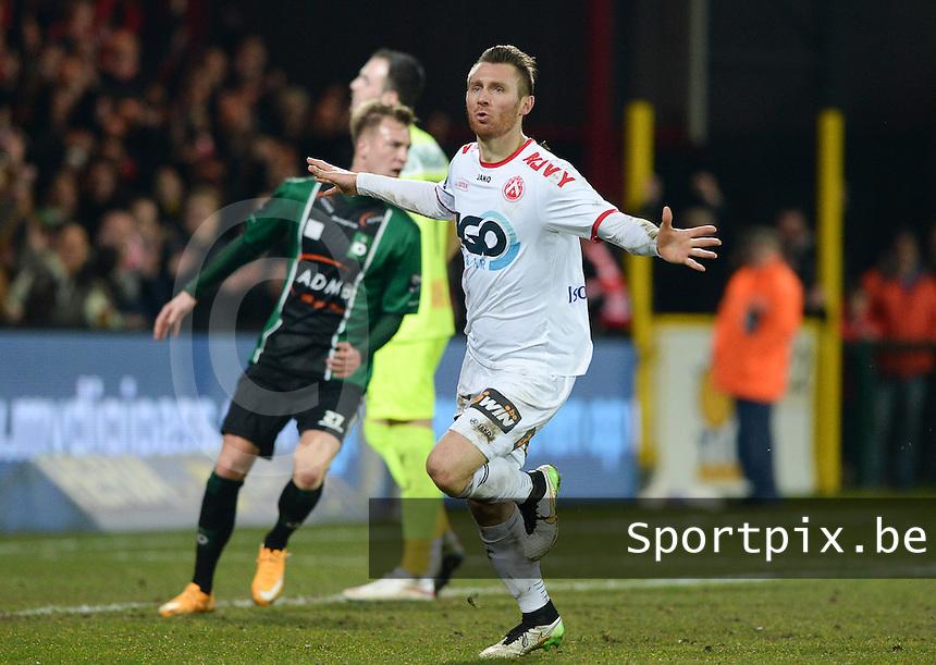 KV Kortrijk - Cercle Brugge : Teddy Chevalier scoort de 1-0 voor Kortrijk <br /> foto VDB / BART VANDENBROUCKE