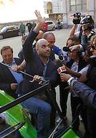 Anniversario omicidio del giornalista Giancarlo Siani trucidato dalla Camorra nel 1985<br /> nella foto Roberto Saviano   saluta gli studenti del liceo
