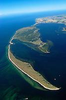 """Halbinsel  Wustrow:EUROPA, DEUTSCHLAND, MECKLENBURG- VORPOMMERN 29.06.2005 Halbinsel Wustrow. Naturschutzgebiet Gemäß Landesverordnung vom 13. Januar 1997 umfasst das Schutzgebiet den größten Teil (etwa zwei Drittel, ca. 670 ha) der Halbinsel Wustrow, einen Teil des Salzhaffs (rechts 300 ha) bis zur Wassertiefe von 2,5 m, die Wasserfläche der Kroy in der Bildmitte (300 ha), sowie Flachwasserbereiche der Ostsee bis zur 5 m-Wasserlinie! (590 ha). Es beginnt 4 km südwestlich des Ostseebades Rerik und liegt im Nordosten des Europäischen Vogelschutzgebietes """"Küstenlandschaft Wismar-Bucht"""" mit dem Naturschutzgebiet Insel Langenwerder. Die Gesamtgröße des NSG beträgt 1940 ha.  .Die Halbinsel Wustrow blieb durch die militärische Nutzung von anderen, heute raumgreifend vorhandenen Landschaftsveränderungen wie Eutrophierung, Küstenverbau und intensiver touristischer Nutzung verschont. Hervorzuheben ist die nahezu vollständig erhalten gebliebene ungestörte Küstendynamik im Übergangsbereich zwischen Ostsee, Festland und Haff.  Blickrichtung von Nordost  nach Suedwest. Ostsee, Meer, Wasser.Luftaufnahme, Luftbild,  Luftansicht.c o p y r i g h t : A U F W I N D - L U F T B I L D E R . de.G e r t r u d - B a e u m e r - S t i e g 1 0 2, 2 1 0 3 5 H a m b u r g , G e r m a n y P h o n e + 4 9 (0) 1 7 1 - 6 8 6 6 0 6 9 E m a i l H w e i 1 @ a o l . c o m w w w . a u f w i n d - l u f t b i l d e r . d e.K o n t o : P o s t b a n k H a m b u r g .B l z : 2 0 0 1 0 0 2 0  K o n t o : 5 8 3 6 5 7 2 0 9.C o p y r i g h t n u r f u e r j o u r n a l i s t i s c h Z w e c k e, keine P e r s o e n l i c h ke i t s r e c h t e v o r h a n d e n, V e r o e f f e n t l i c h u n g n u r m i t H o n o r a r n a c h M F M, N a m e n s n e n n u n g u n d B e l e g e x e m p l a r !.."""