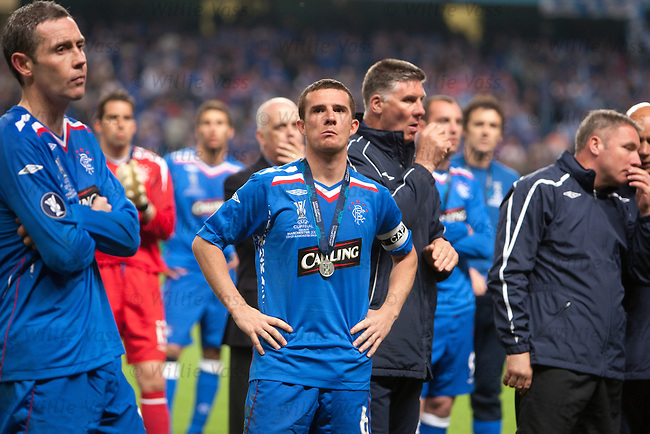 Barry Ferguson and David Weir dejected as they watch Zenit lift the UEFA Cup