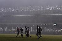 SANTOS, SP, 13 DE JUNHO DE 2012 - COPA LIBERTADORES DA AMÉRICA - SANTOS x CORINTHIANS: Falta de luz durante partida Santos x Corinthians, válida pela semifinal da Copa Libertadores da América em jogo realizado no Estádio da Vila Belmiro em Santos. FOTO: LEVI BIANCO - BRAZIL PHOTO PRESS