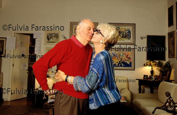 Milano, 2000  Dario Fo a casa con sua moglie Franca Rame, Milan, about 2000, Dario Fo at home in Milan with  his wife Franca Rame