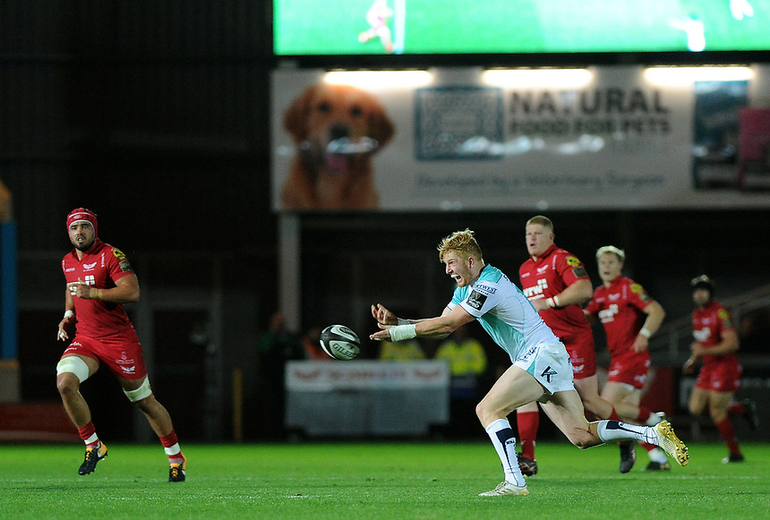 Connacht's Darragh Leader in action during todays match<br /> <br /> Photographer Ashley Crowden/CameraSport<br /> <br /> Guinness Pro14  Round 5 - Scarlets v Connacht Rugby - Friday 29th September 2017 - Parc y Scarlets - Llanelli<br /> <br /> World Copyright &copy; 2017 CameraSport. All rights reserved. 43 Linden Ave. Countesthorpe. Leicester. England. LE8 5PG - Tel: +44 (0) 116 277 4147 - admin@camerasport.com - www.camerasport.com