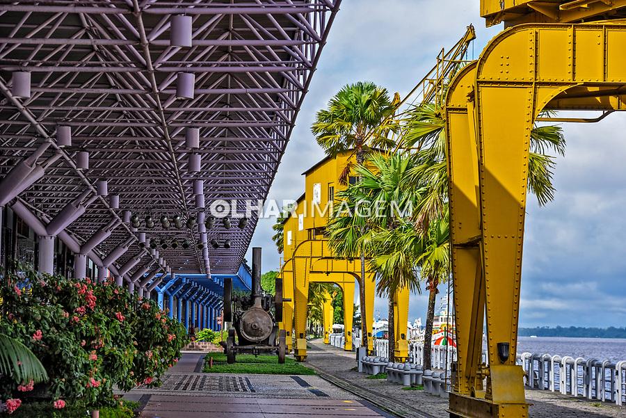 Maquina a vapor e guindaste antigo, Estaçao das Docas no terminal portuario, Belem. Para. 2017. Foto Luciana Whitaker