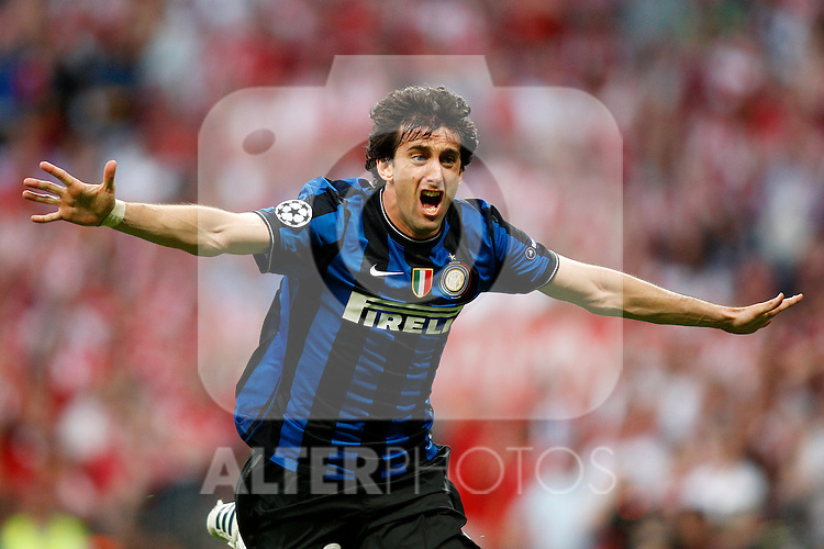 Internazionale Milan's Diego Milito celebrates goal during UEFA  Champions League final. May 22, 2010. (ALTERPHOTOS/Alvaro Hernandez)