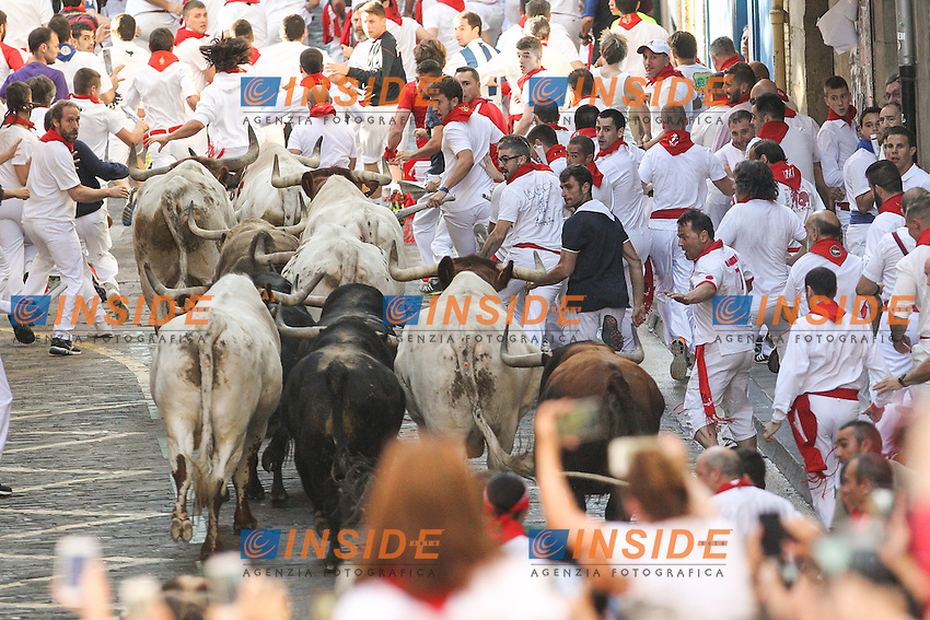 First bull runing of San Fermin at Pamplona, with bulls of the ranch of Fuente Ymbro. July 07, 2016. (Insidefoto/ALTERPHOTOS/Rodrigo Jimenez <br /> San Firmino Corsa dei Tori