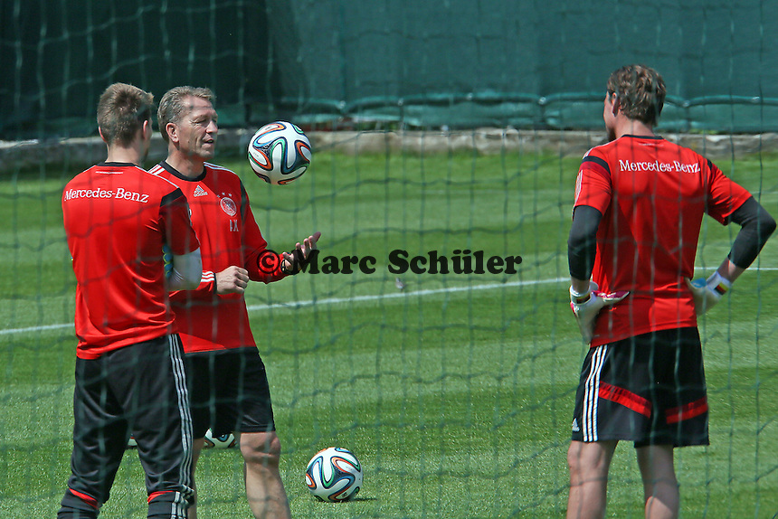 Torwarttrainer Andreas Köpke mit Ron-Robert Zieler und Roman Weidenfeller - Trainingslager der Deutschen Nationalmannschaft zur WM-Vorbereitung in St. Martin