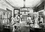 St. Petersburg. Innenansicht eines Haute-Couture-Damengesch&auml;fts. Photographie. Um 1910.<br /> <br /> - 01.01.1910-31.12.1910<br /> <br /> Es obliegt dem Nutzer zu pr&uuml;fen, ob Rechte Dritter an den Bildinhalten der beabsichtigten Nutzung des Bildmaterials entgegen stehen.<br /> <br /> Saint Petersburg. Interior view of a Haute couture store. Photograph. About 1910.<br /> <br /> - 01.01.1910-31.12.1910<br /> <br /> It is in the duty of the user of the image to clear prior to usage if any Third Party rights preclude the intended use.