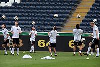 Deutsche Nationalmannschaft waermt sich auf<br /> WM-Team des DFB trainiert in der Commerzbank Arena *** Local Caption *** Foto ist honorarpflichtig! zzgl. gesetzl. MwSt. Auf Anfrage in hoeherer Qualitaet/Aufloesung. Belegexemplar an: Marc Schueler, Alte Weinstrasse 1, 61352 Bad Homburg, Tel. +49 (0) 151 11 65 49 88, www.gameday-mediaservices.de. Email: marc.schueler@gameday-mediaservices.de, Bankverbindung: Volksbank Bergstrasse, Kto.: 151297, BLZ: 50960101