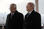 Tunisia's President Beji Caid Essebsi (R) and his Palestinian counterpart Mahmoud Abbas review the honour guard in Tunis January 22, 2015. Photo by Thaer Ganaim