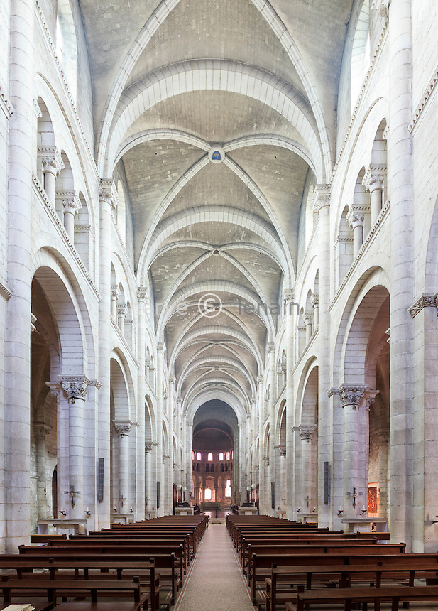 France, Indre (36), parc naturel régional de la Brenne, Fontgombault, L'Abbaye Notre Dame de Fontgombault, la nef de l'église // France, Indre, Natural Parc of the Brenne, Fomgombault, Abbey Notre Dame of Fontgombault, the nave of the church