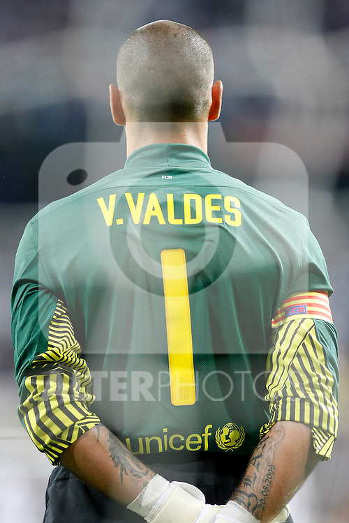 FC Barcelona's Victor Valdes during Spanish Supercup 1st match.August 14,2011. (ALTERPHOTOS/Acero)