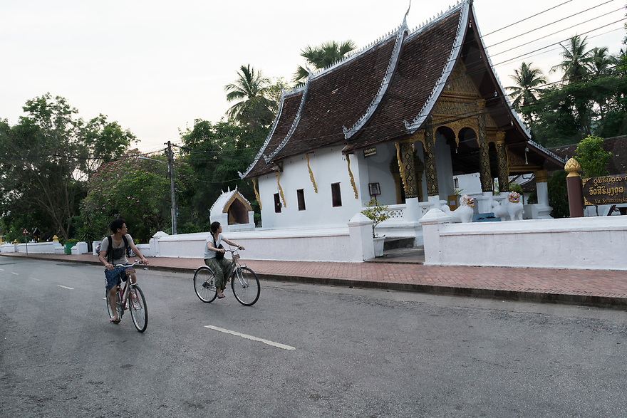 May 07, 2017 - Luang Prabang (Laos). A couple rides their bikes in front of Wat Sen. © Thomas Cristofoletti / Ruom
